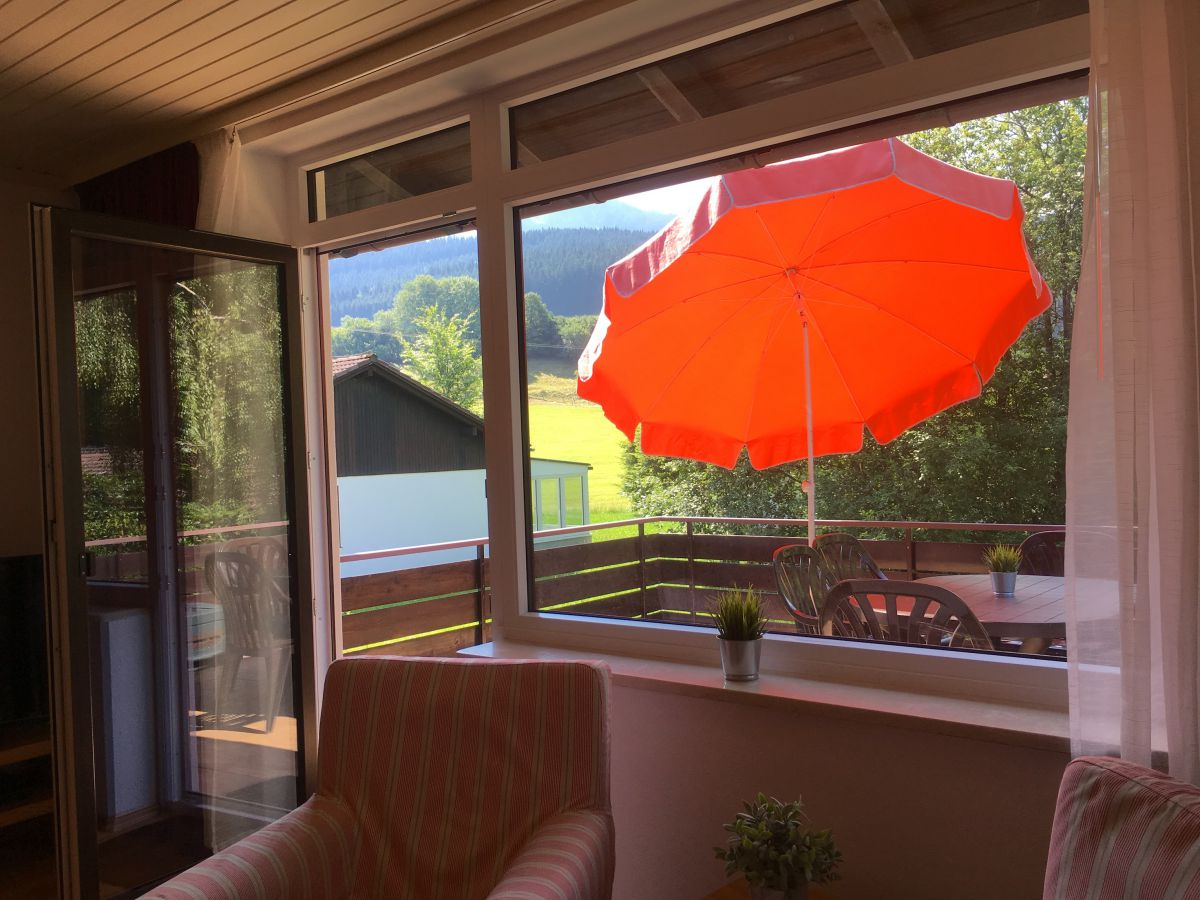 Wohnzimmer:Blick auf Balkon