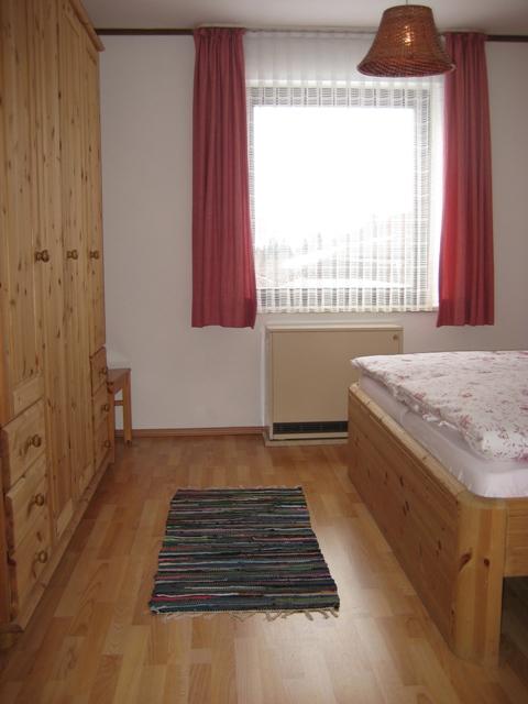 Schlafzimmer 1:Mit geräumigem Schrank.