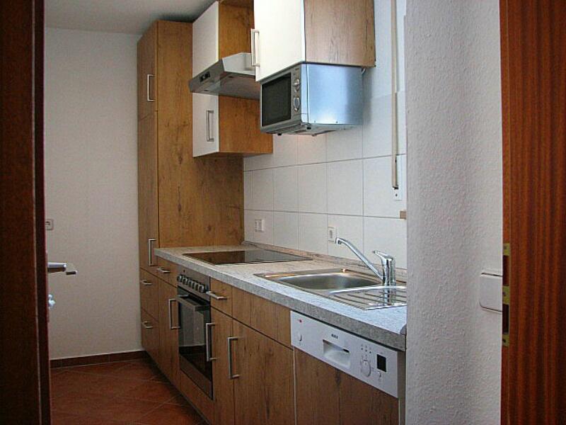Neue moderne Küche:Neue Küche, Herd mit Cerankochfeld, Backofen, Mikrowelle, Spülmaschine, Kühlschrank mit 3* Gefrierfach