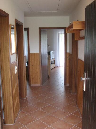 Eingang:Eingangsbereich mit Garderobe