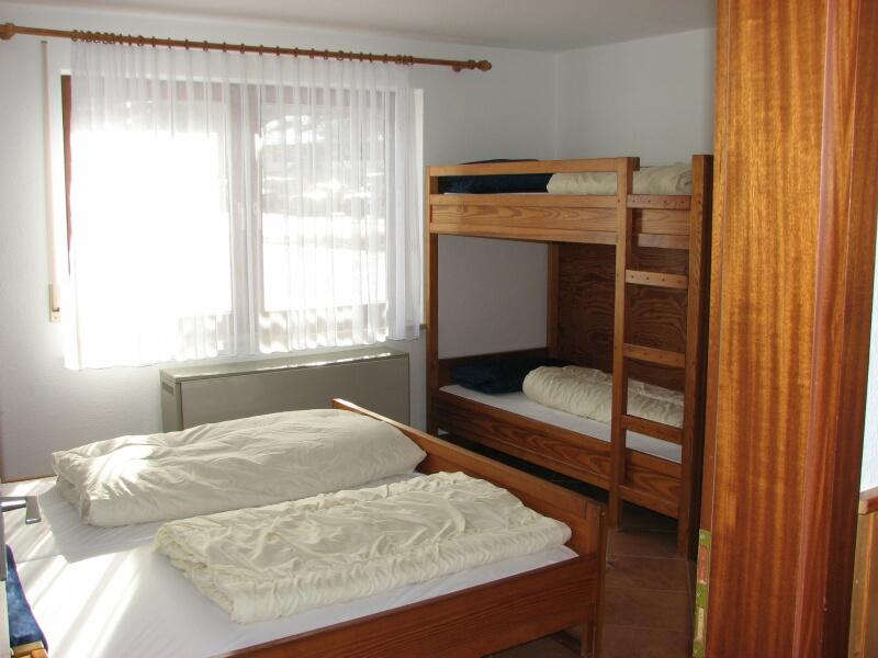 Elternschlafzimmer:mit zusätzlichem Stockbett für 2 weitere Schlafmöglichkeiten
