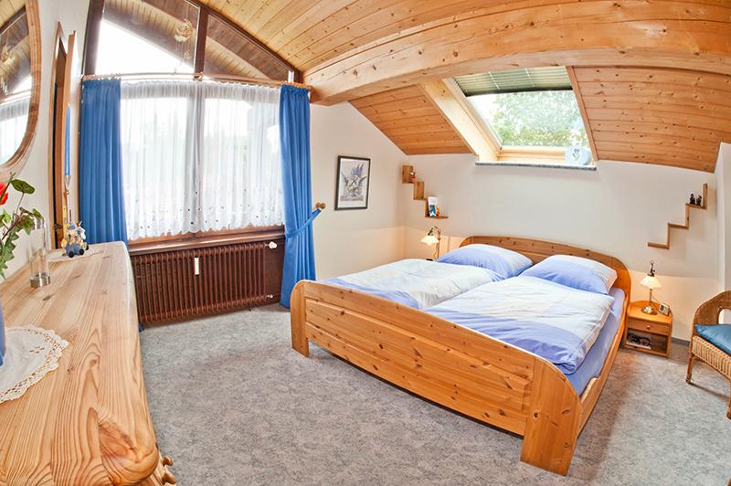 Doppelbett-Schlafzimmer: